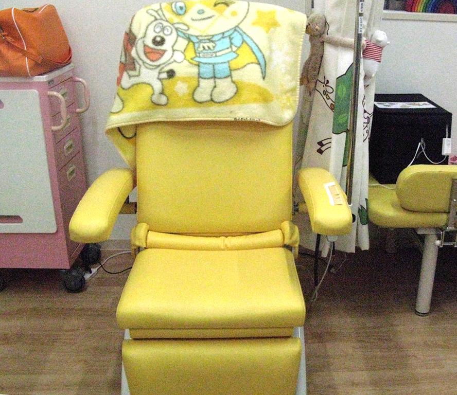 虹の子どもクリニック診察椅子